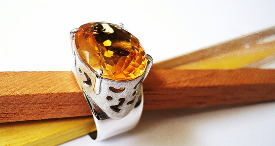Rhodium-plated silver and citrine ring by MAURO CATEB, used under a Creative Commons License (http://creativecommons.org/licenses/by/2.0/legalcode)