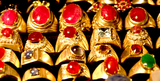 Myanmar Gems by Mohd Nor Azmil Abdul Rahman, used under a Creative Commons License (http://creativecommons.org/licenses/by/2.0/legalcode)